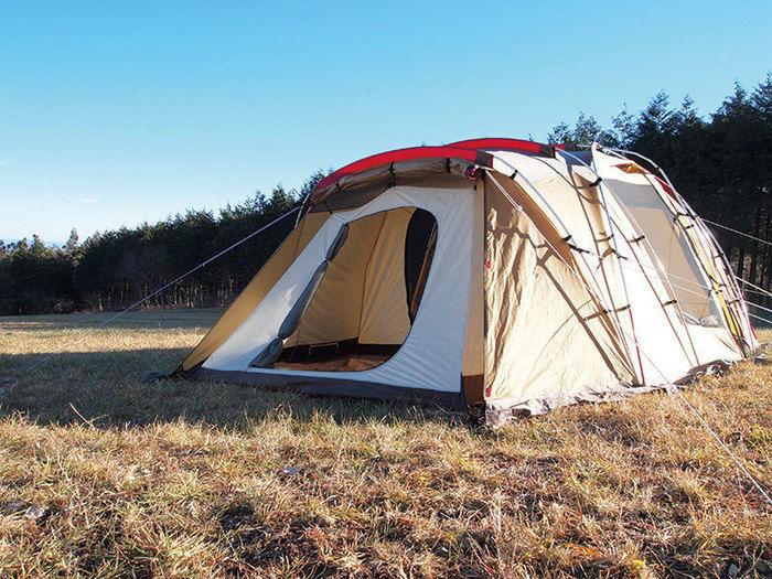キャンプ場にたてられたスノーピークのテント、トルテュ ライト