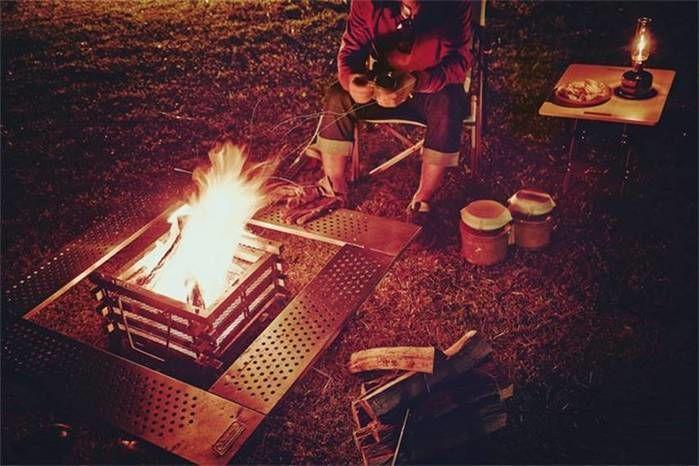 夜の焚き火の様子