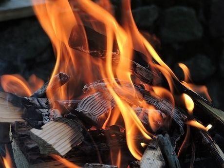 トーチバーナーで着火した火