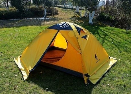 キャンプ場に設営されたテント