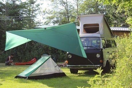 タープとテントを併用する様子
