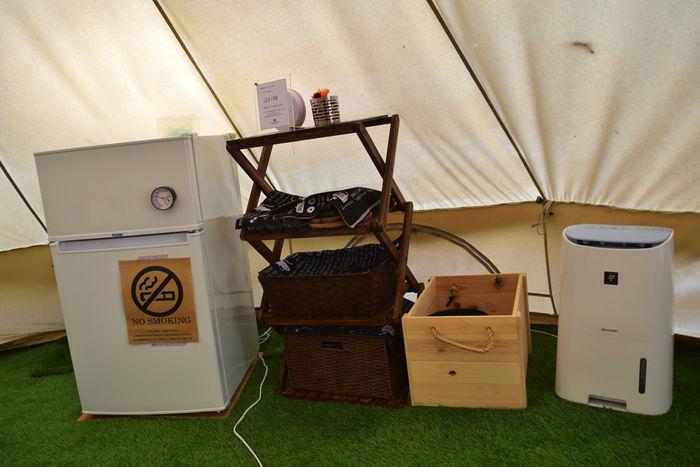テント内の冷蔵庫や空気清浄機とサーキュレーター