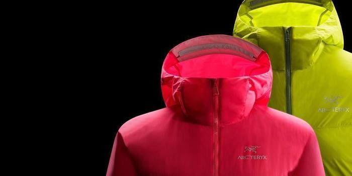 アークテリクスの赤と黄色のジャケット