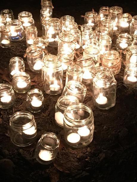 長瀞のペアフェスタで灯された空き瓶のキャンドル
