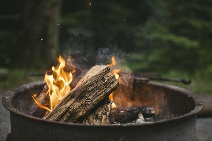 暖炉として使用されているユニフレームのネイチャーストーブ