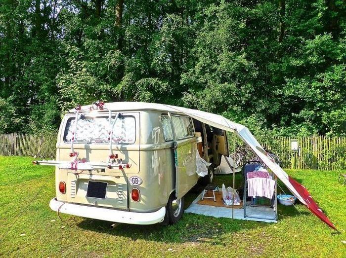 キャンプサイトに停まったバンコン