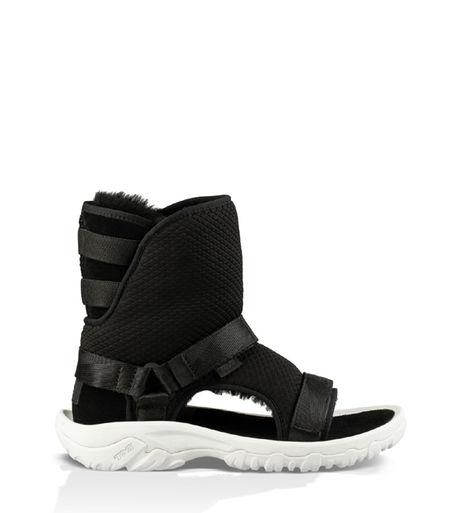 UGGとTEVAの黒のブーツタイプのサンダル