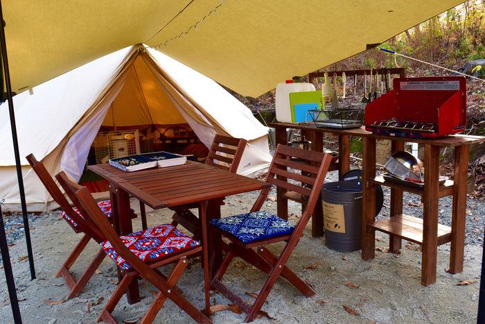 ウッドギアで揃えられたキャンプサイト