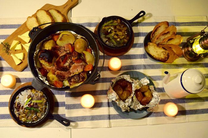 テーブルに並べられた料理