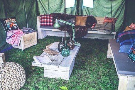 ロースタイルキャンプのテント内の様子