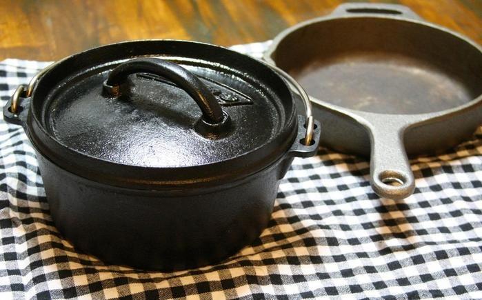 プレス加工製法のダッチオーブン