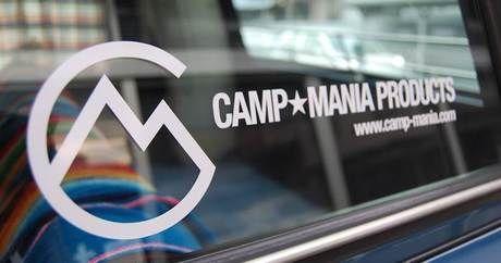 キャンプマニアプロダクツのロゴ