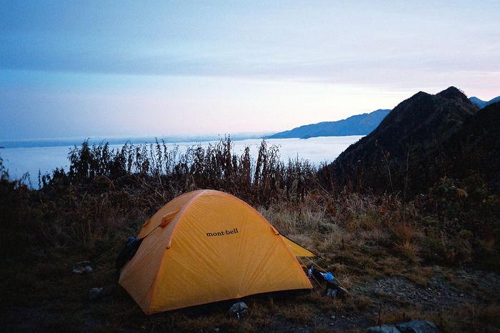 山の中に張られたモンベルのテント