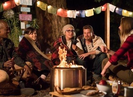 Bonfireを囲む人々