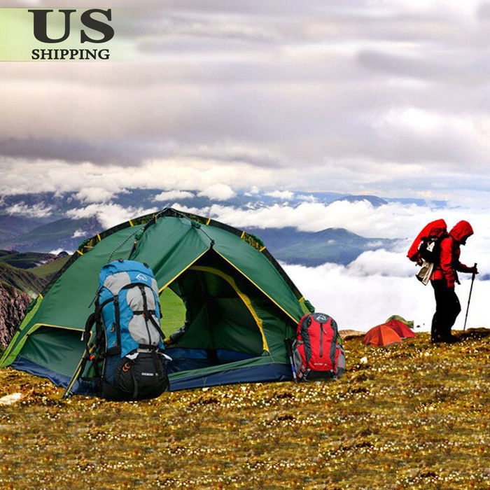 山の上に設置されたミリタリーテイストのポップアップテント