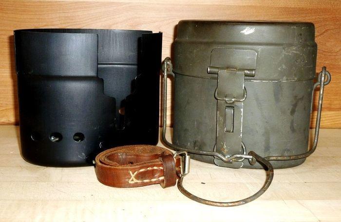 スウェーデン軍使用の金属食器入れ