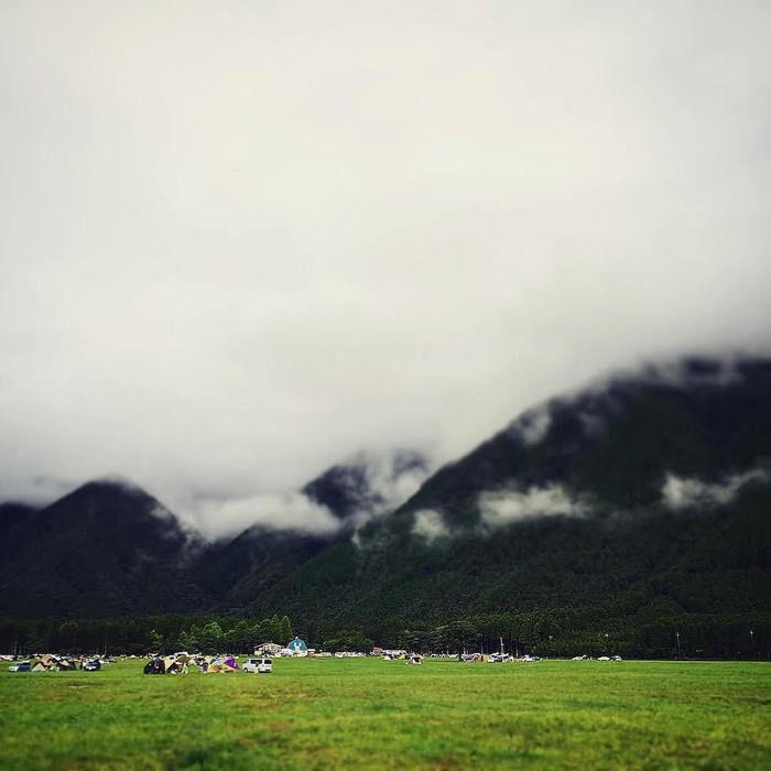 山際が曇ったキャンプサイト