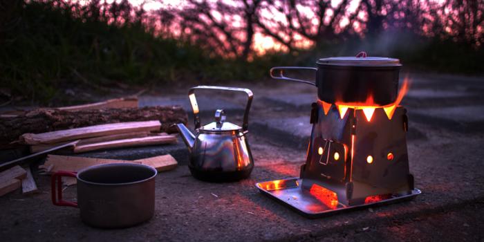 火が焚かれたバンファイヤーストーブ