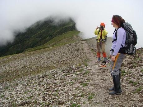 登山風景を写真に収める人