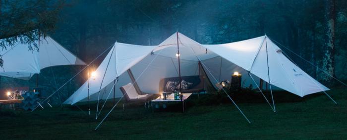 夜のキャンプシーン