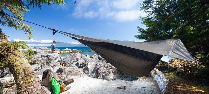 ハンモック型のテント