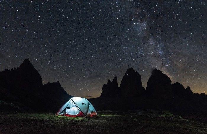 星空の下で輝くMSRのテント