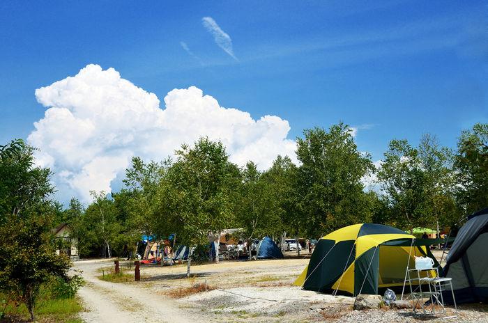 青空とキャンプ場