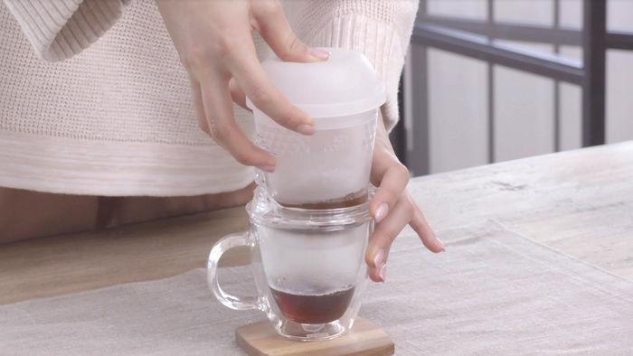 push pressoでコーヒーを淹れる様子