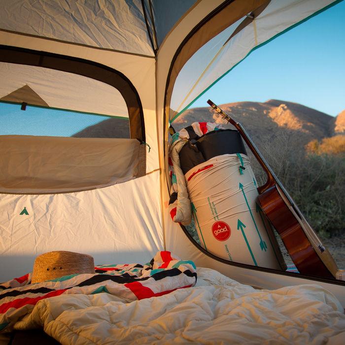 キャンプにおけるテント内の様子