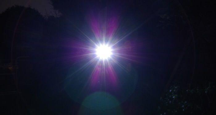 ヘッドライトの光