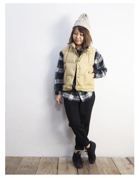 シェラデザインの服を着る女性
