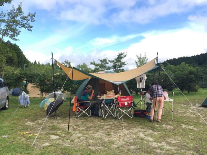 家族連れキャンプで使われているヘキサタープ