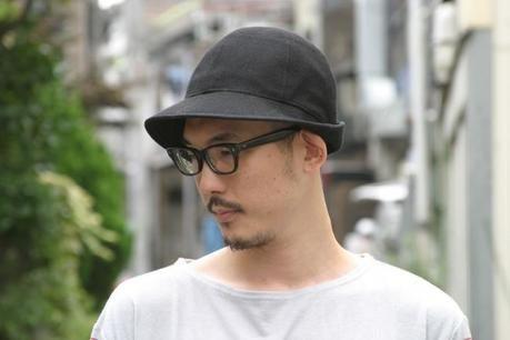 ネイタルデザイン帽子 Hunter Hatをかぶった男性