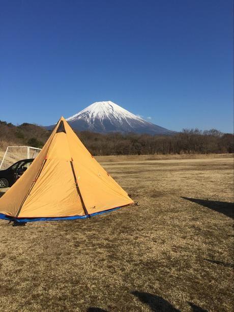 冬の晴れた日の富士山の景色