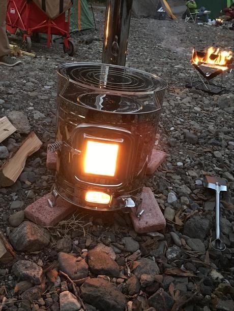 薪ストーブの初火入れ