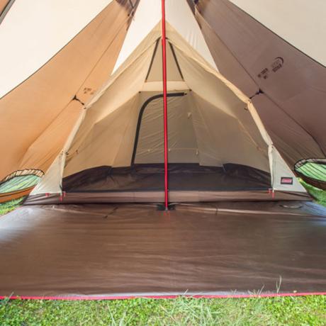 ティピー型テントの内装