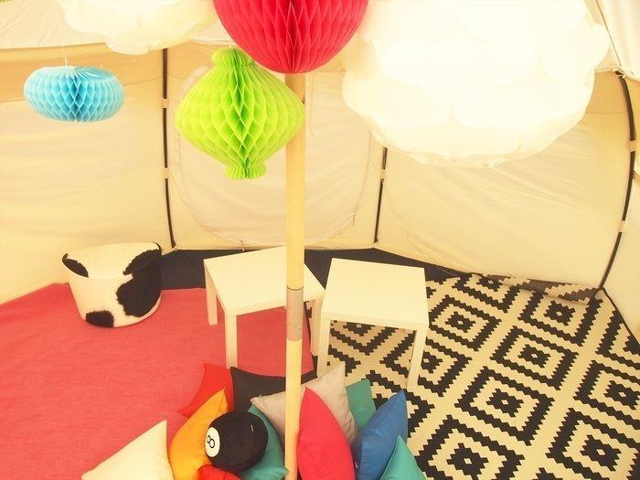 広々としたグランピンブのテント内