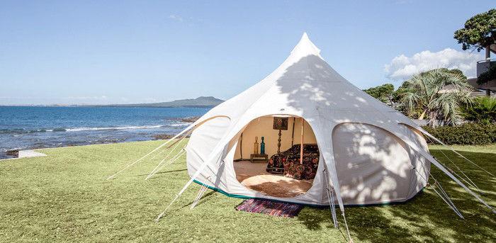 グランピングのテントを張った様子