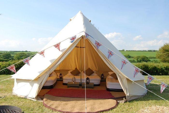 コットン製のベル型テントを用いたおしゃれキャンプ