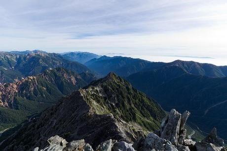 上空から見た尾根の山頂