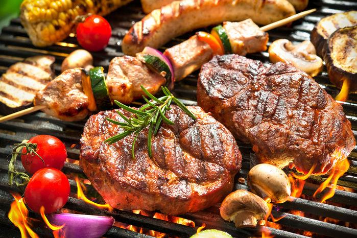 バーベキューグリルとお肉