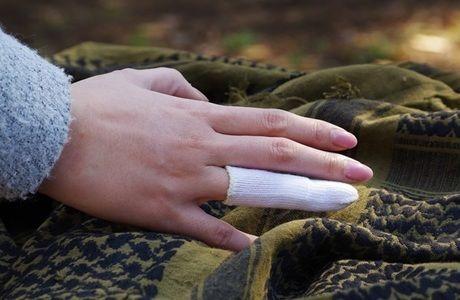 包帯がまかれた指