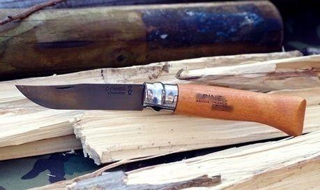薪とクッキング用ナイフ