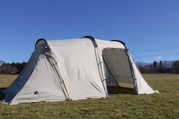 設営されたロゴスのグランベーシックシリーズのテント