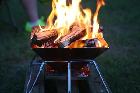 キャンプ場での焚き火