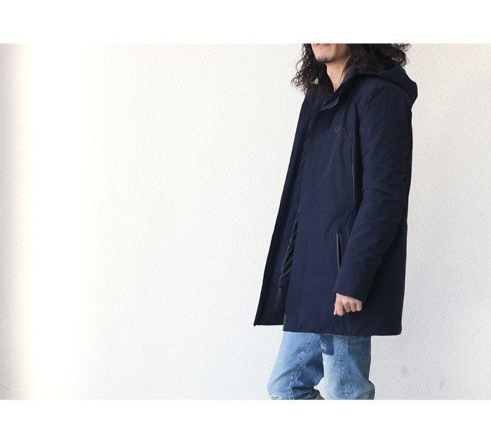 ウーバーのジャケットを着た男性