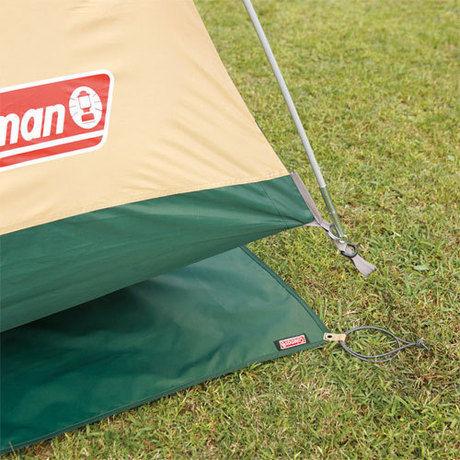 テントの下に敷かれたグランドシート