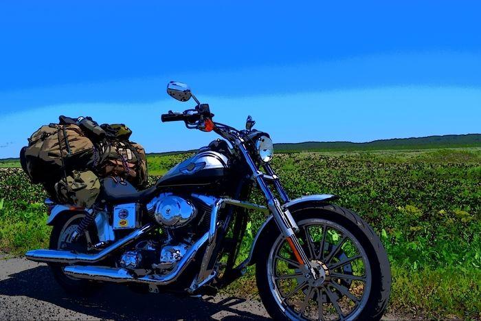 ツーリングの荷物を積んだバイク