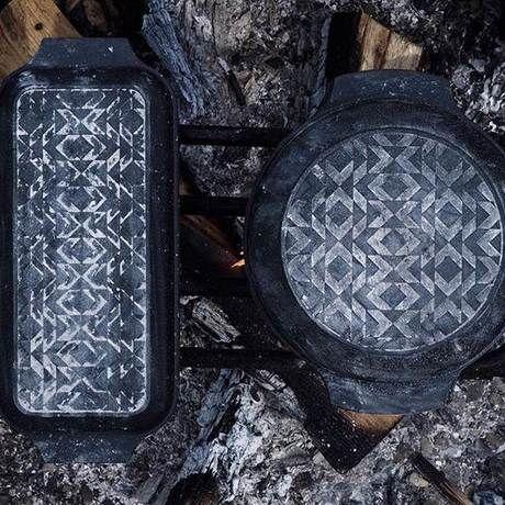モザイク模様の蓋のダッチオーブン