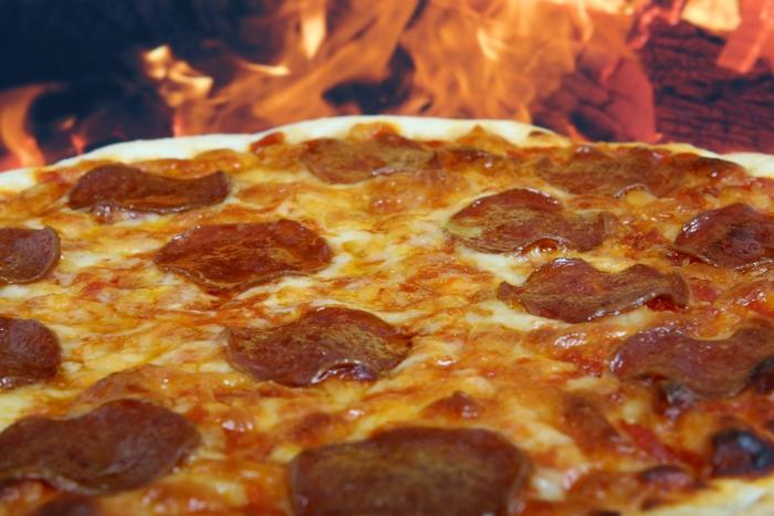 ピザ&ダッチオーブンレンタルセットで焼かれたピザ